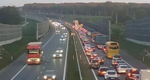 Wystrzał opony na autostradzie A4 - Wokowice