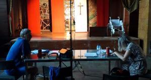 Teatr Nie Teraz w sali widowiskowej Domu Ludowego w Maszkienicach